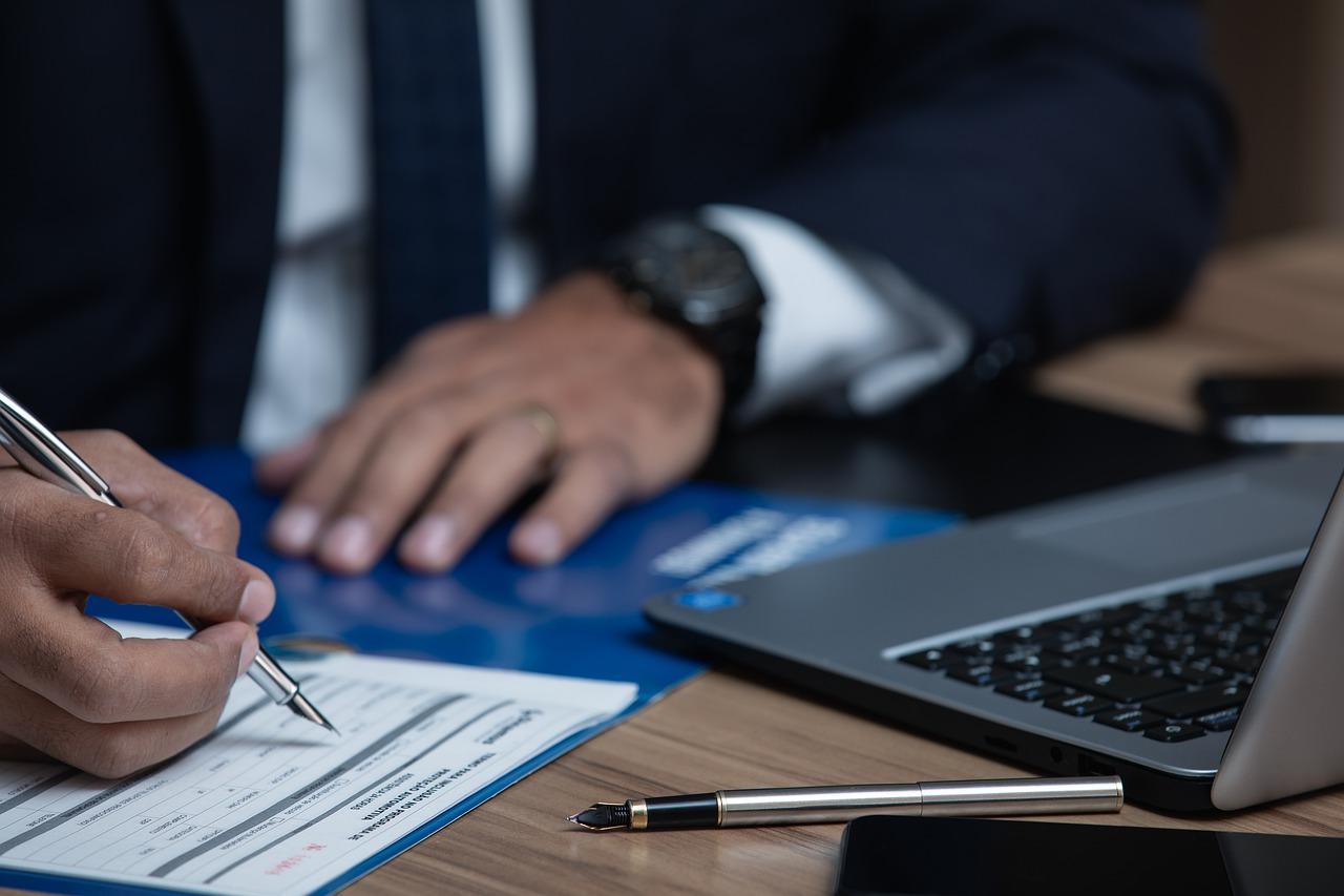 Jaką osobę powinieneś zatrudnić jako swojego adwokata?