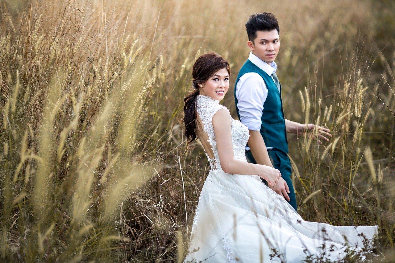Suknia ślubna  – skromna czy ekstrawagancka?