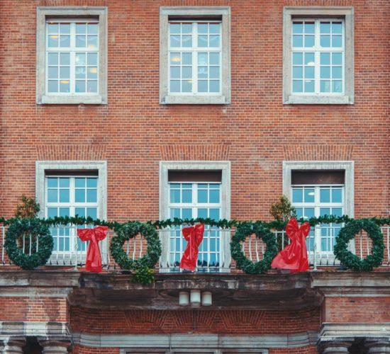 Gdzie kupować materiały wykończeniowe do zastosowania na balkonach?