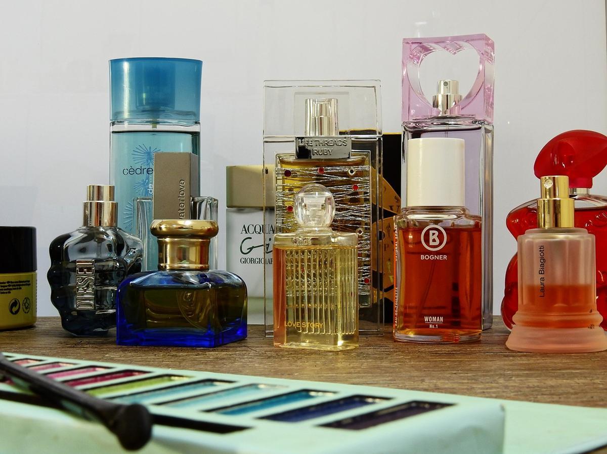 Czy warto kupować perfumy w sklepach internetowych?