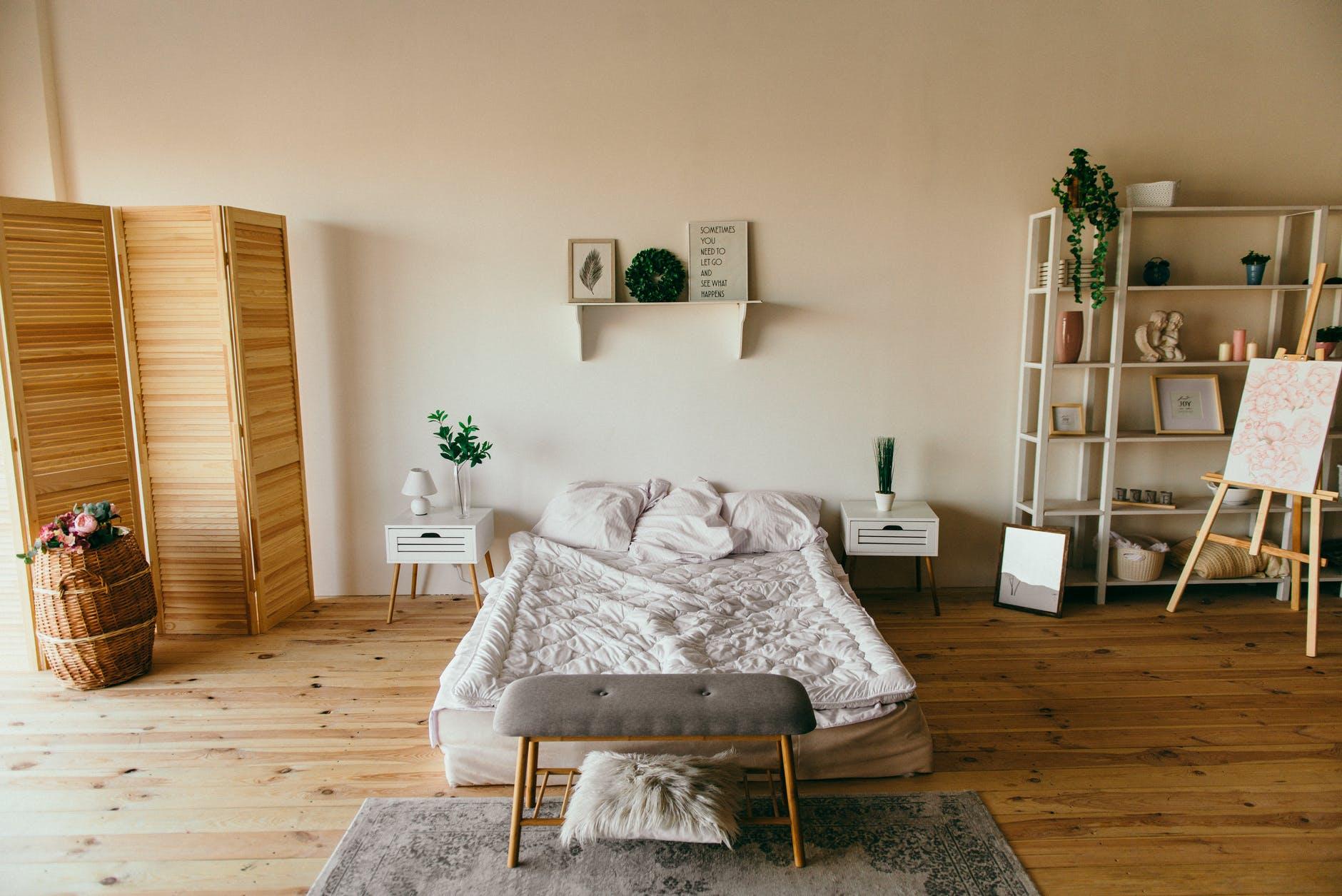 Odpowiedni dobór mebli to klucz do sukcesu przy urządzaniu małej sypialni
